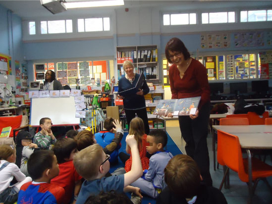 Contação de história bilíngue em escola inglesa